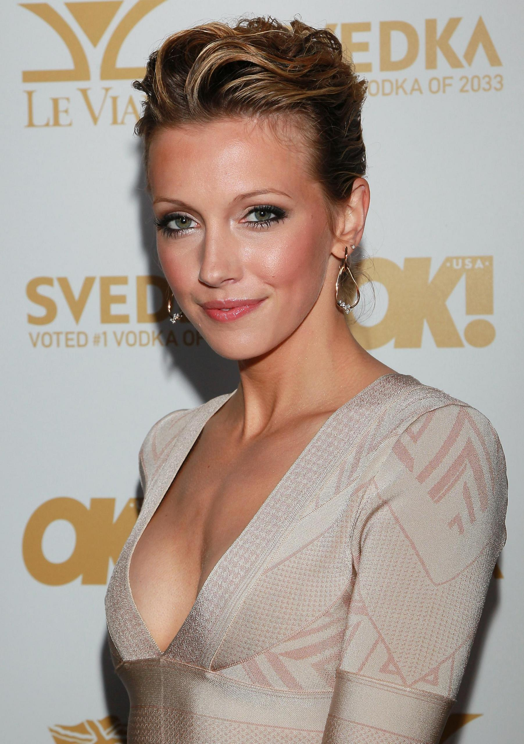 Katie Cassidy earned a  million dollar salary, leaving the net worth at 2.5 million in 2017
