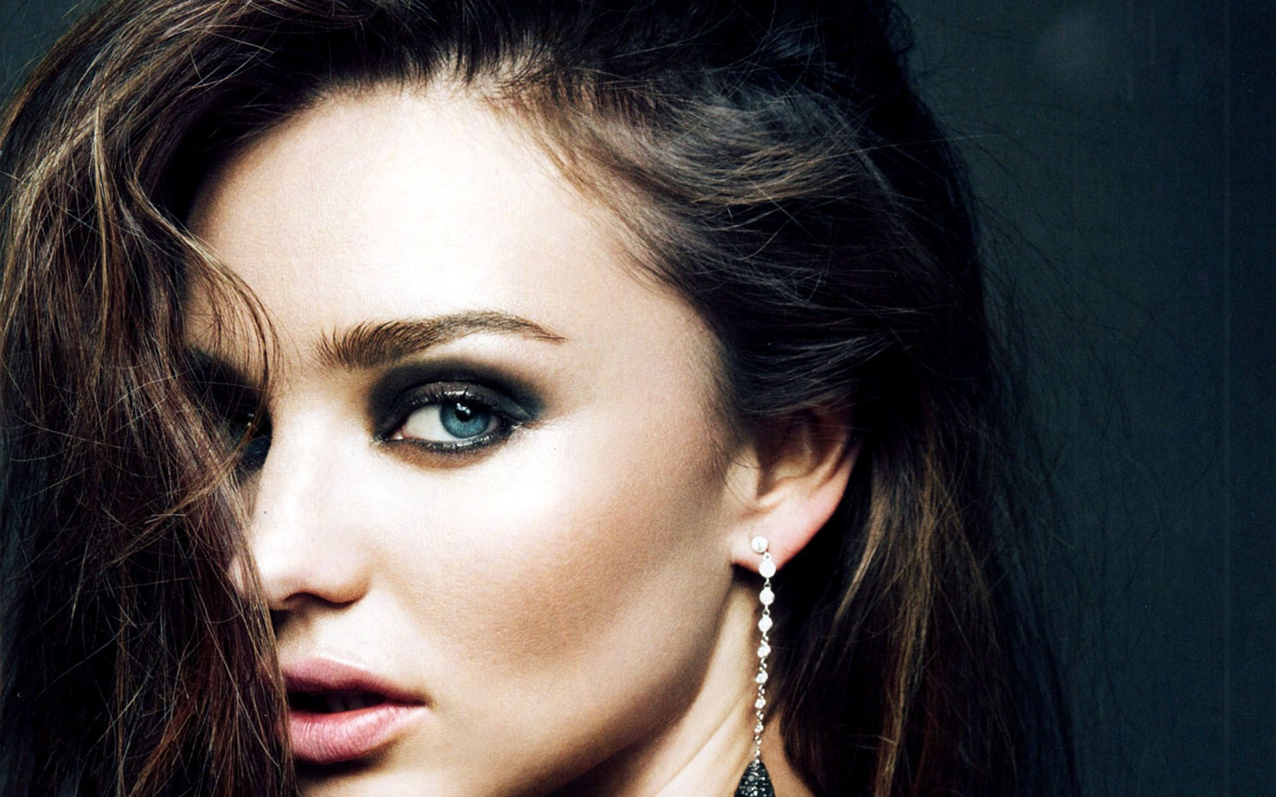 Miranda Kerr Steps Out With New Engagement Ring Photo