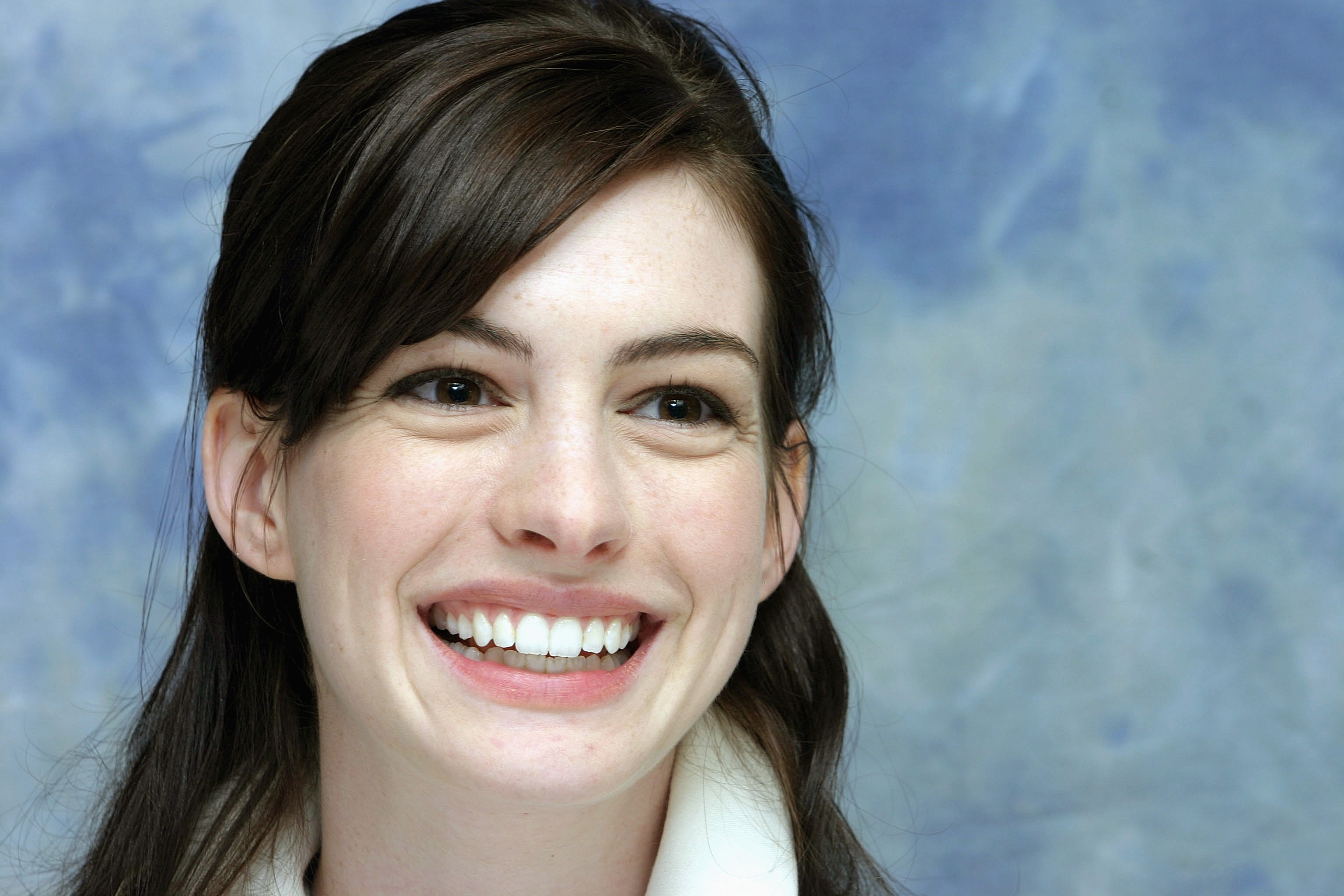 anne hathaway 2015 wallpapers - photo #20