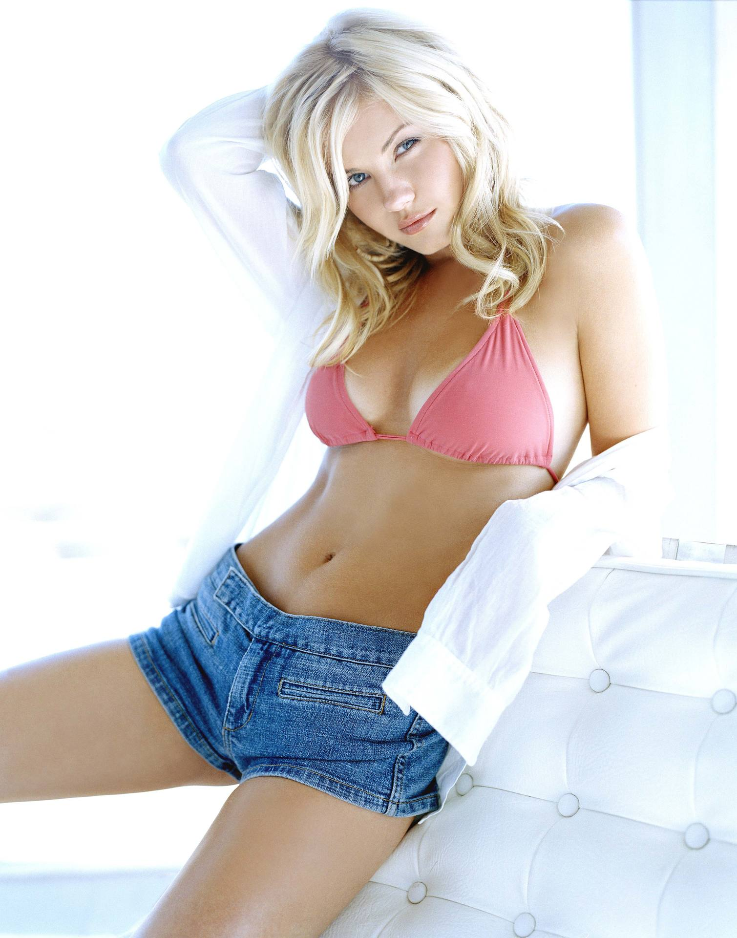 Elisha Cuthbert are you afraid of the dark