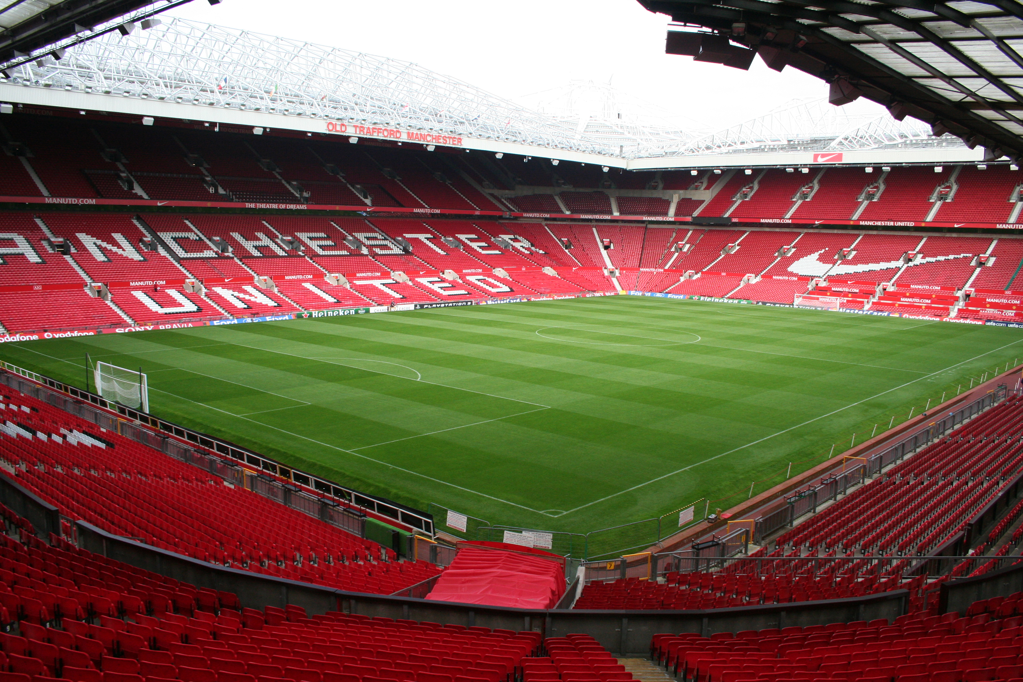 how to get to old trafford stadium