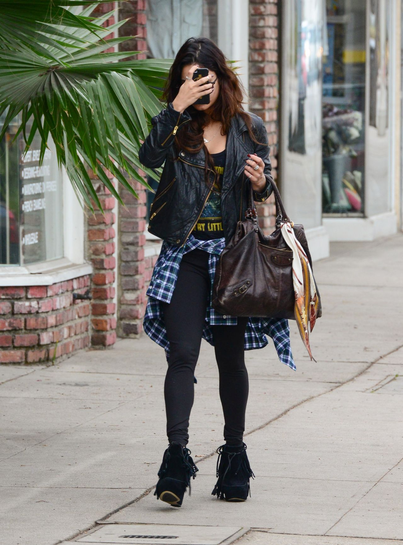 Vanessa Hudgens Street Style Full Hd Pictures