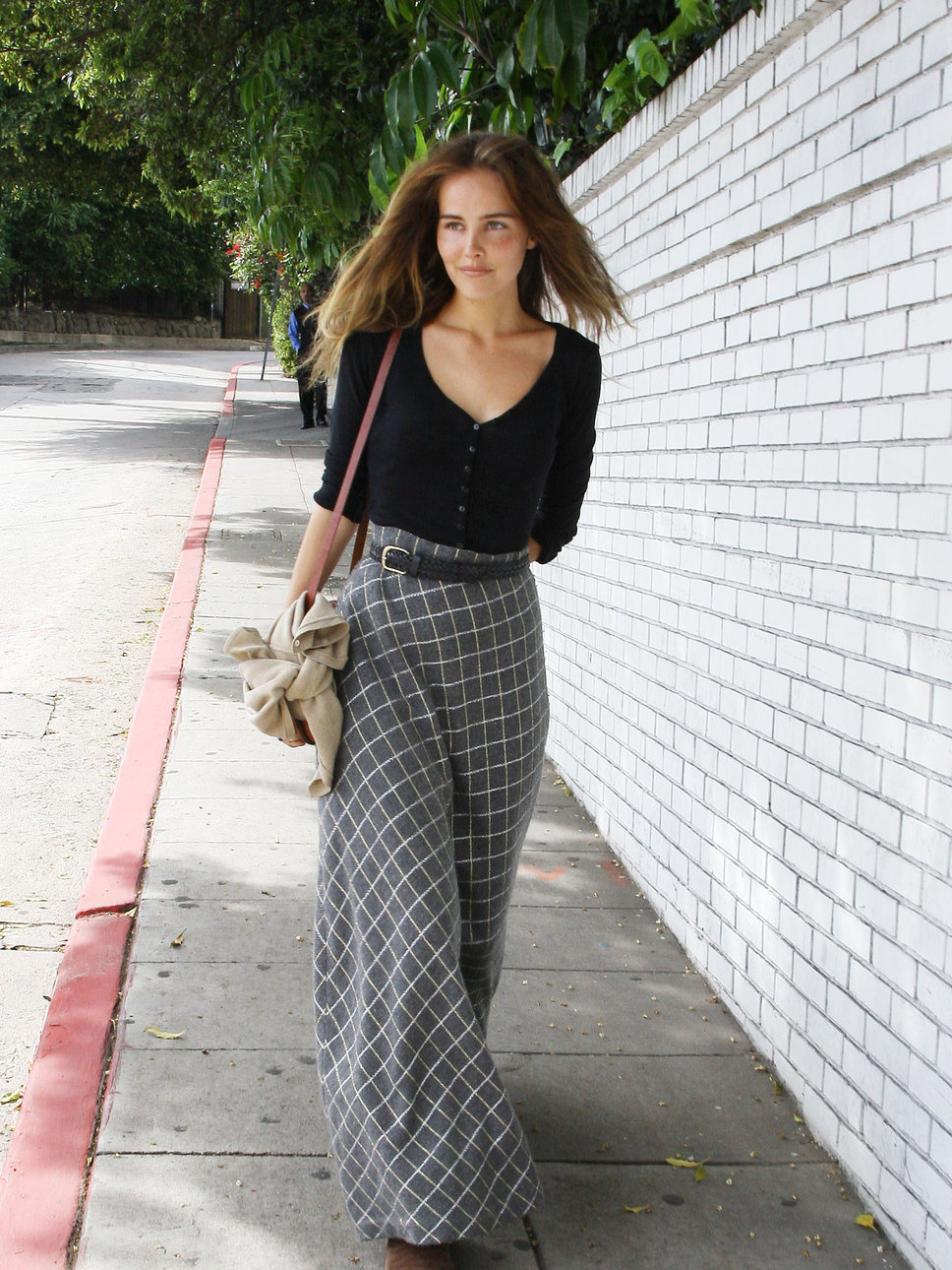 Isabel Lucas Street Style | Full HD Pictures