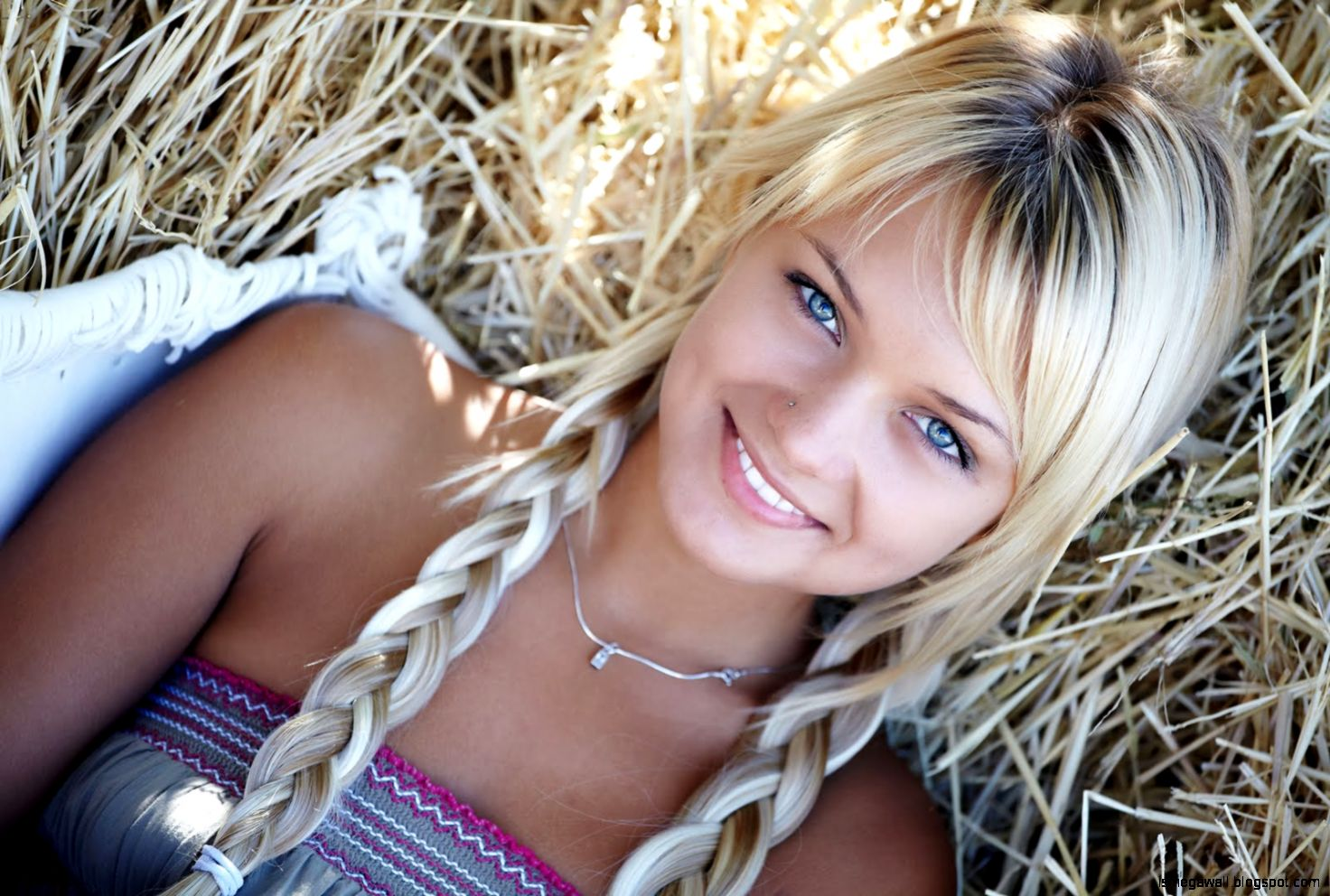 Most Beautiful Blue Eyes Girl Wallpapers | Full HD Pictures