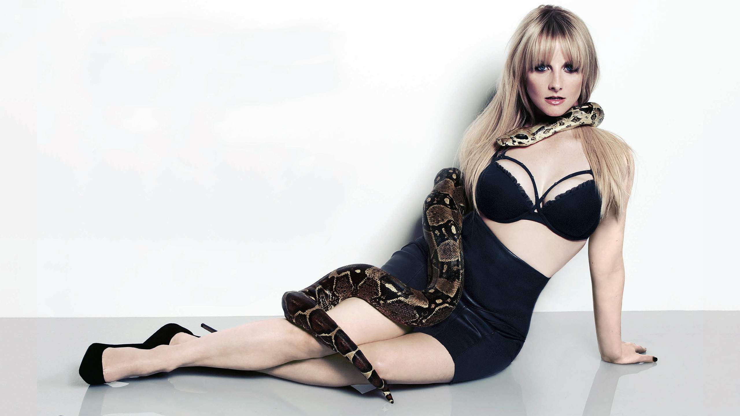 melissa rauch wallpaper full hd pictures