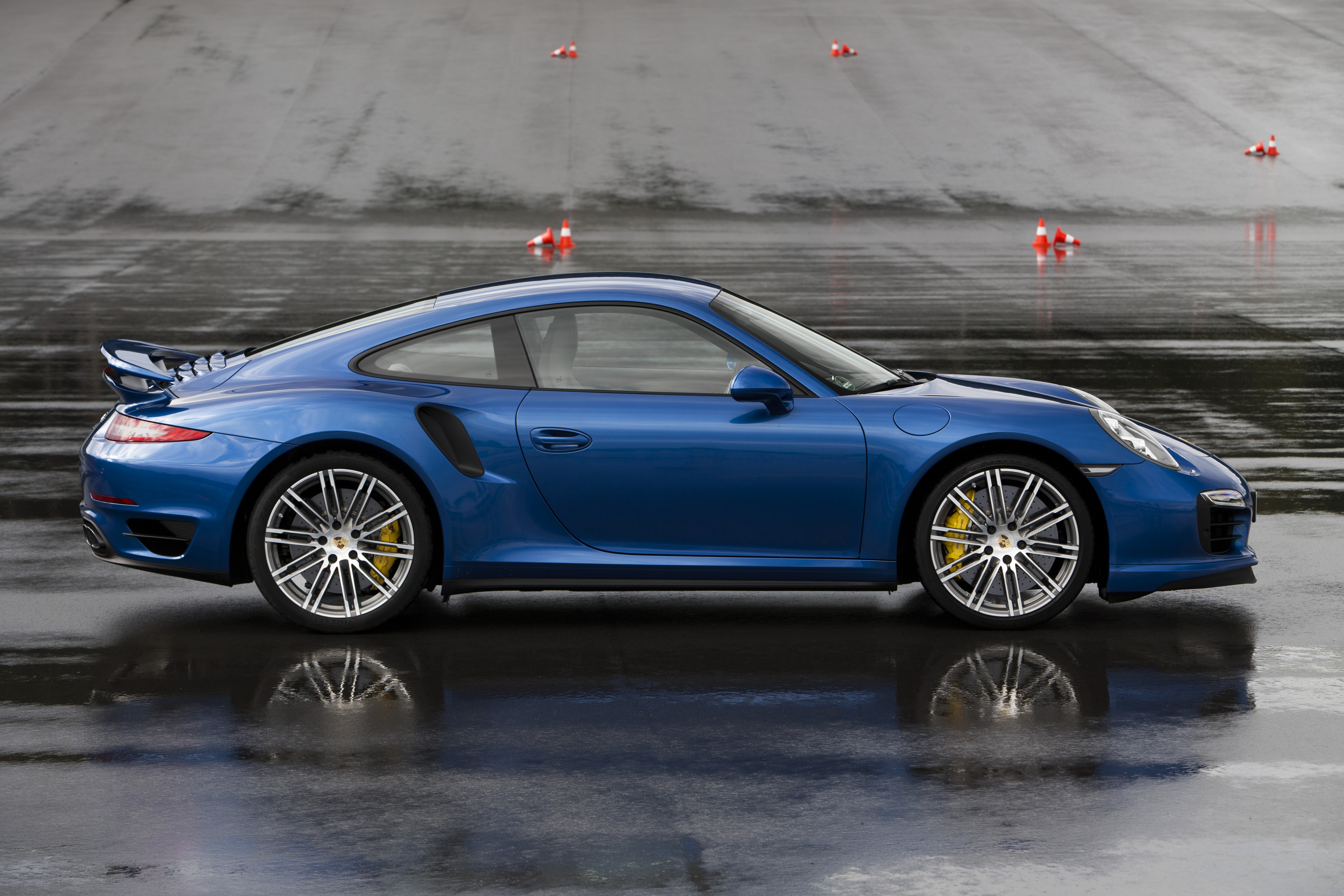 porsche 911 turbo wallpapers hd full hd pictures. Black Bedroom Furniture Sets. Home Design Ideas