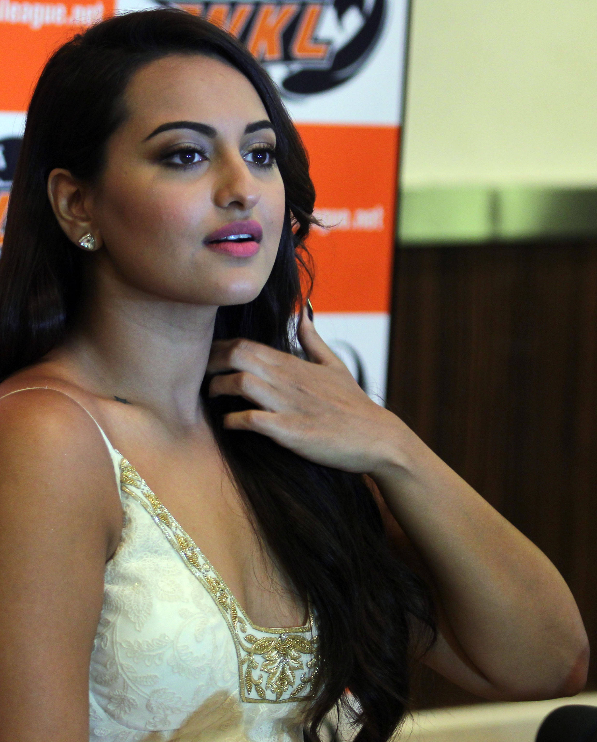 Sonakshi Sinha Pics  Full Hd Pictures-7325