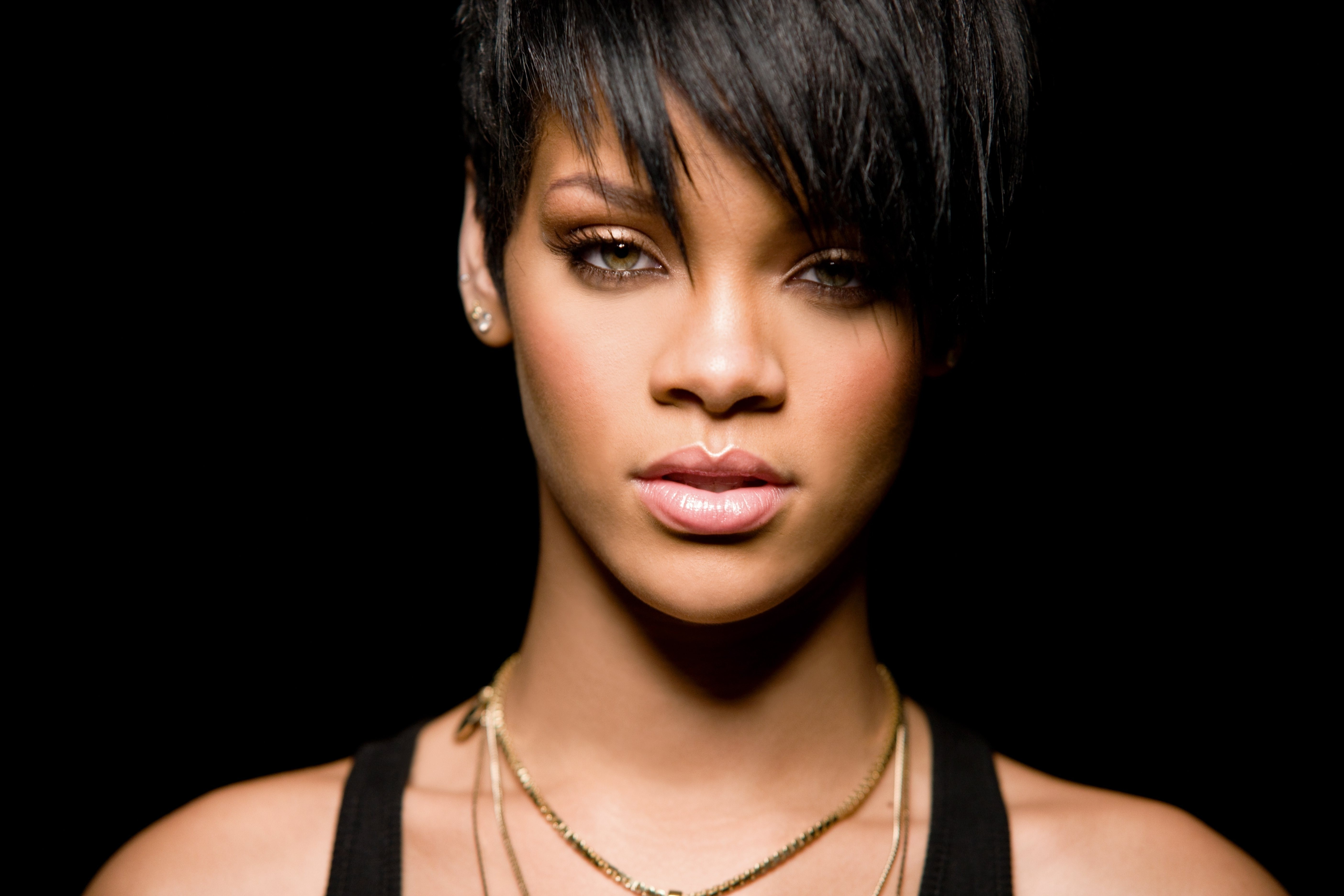 Top 10 Rihanna Wallpapers
